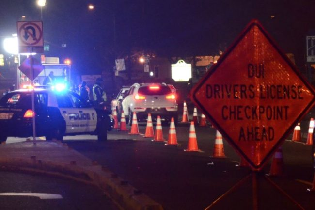 Citrus Heights police hold a DUI checkpoint on Auburn Boulevard in 2015. // CH Sentinel